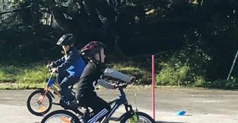 2.klasse hadde fokus på trafikkregler, og læringsmålet var å lære seg noen av disse. Vi øvde også på høyre og venstre.